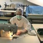 assemblage-masque-elastique-coronavirus-covid-19-asp-lorraine-pole-textile-alsace-800x600